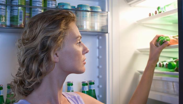 Mito o verdad: ¿Comer de noche aumenta el peso más que comer de día?