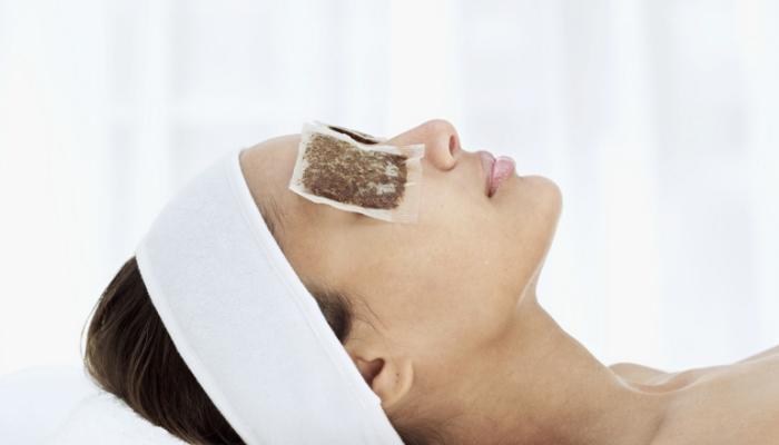 Mito o verdad: ¿Las compresas con té de manzanilla disminuyen las ojeras?