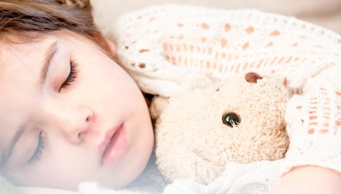 Mito o verdad: ¿hace daño que los niños duerman toda la noche con el aire acondicionado encendido?