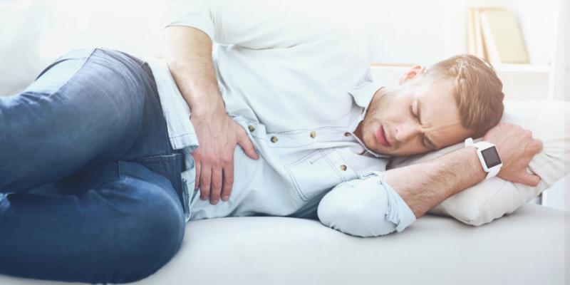 La hinchazón o distensión abdominal se da en gordos y flacos