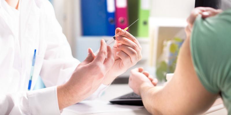 ¿Mito o verdad?: la vacuna contra la gripe puede producir la enfermedad.