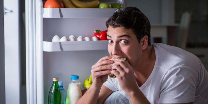 ¿Mito o verdad?: Comer por la noche hace engordar.