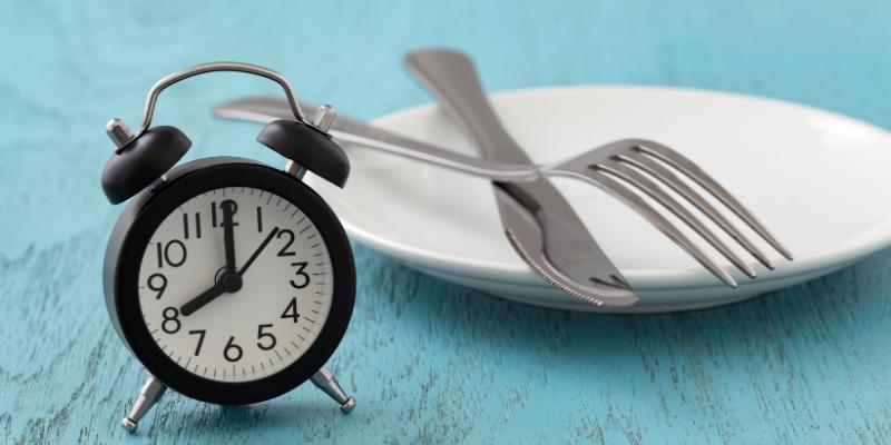 ¿Mito o verdad?: Ayunar ayuda a bajar de peso rápidamente.