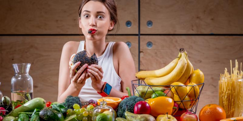 ¿Mito o verdad?: Hay personas que comen de todo y aun así pierden peso.