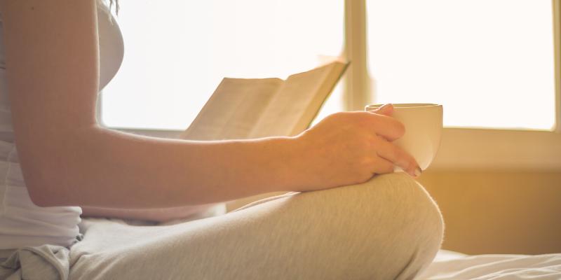 ¿Sabía que?: Leer un libro de papel promueve una mejor comprensión que leer un libro digital.