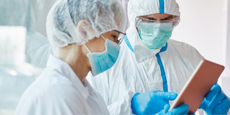 ¿Cuáles son las principales complicaciones trombóticas en pacientes con COVID-19?