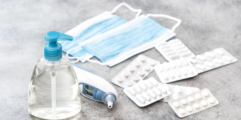 ¿Cuándo se indica el tratamiento antiviral, los corticoides y otros tratamientos para COVID-19?