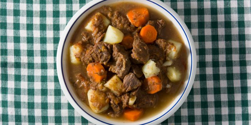 Receta: Estofado de carne con papitas cocidas