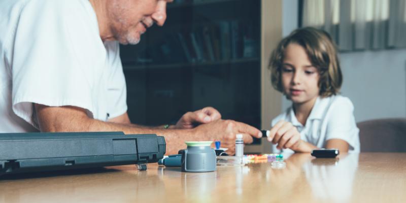 ¿La edad del diagnóstico de la diabetes tipo 1 afecta al riesgo de que sus hijos tengan diabetes?