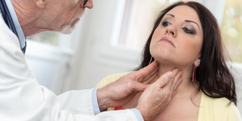 ¿Qué mujeres tienen mayor riesgo de sufrir una tiroiditis posparto?