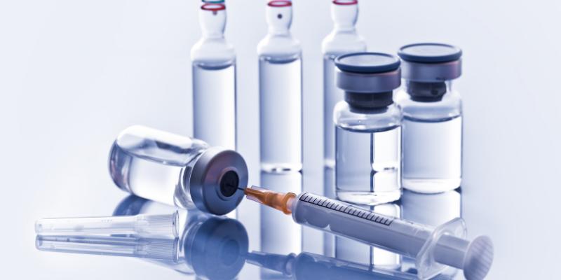 ¿Se puede colocar otra vacuna al mismo tiempo que la vacuna contra COVID-19?